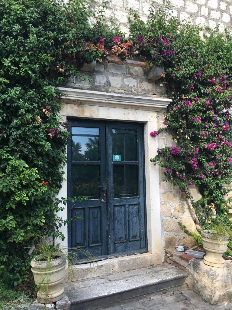 doors-to-the-abandoned-villa