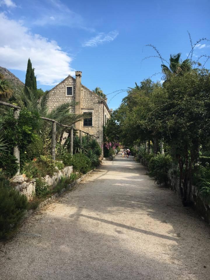 path-to-the-villa at arboretum Trsteno