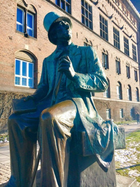 a statue of Hans Kristian Anderson