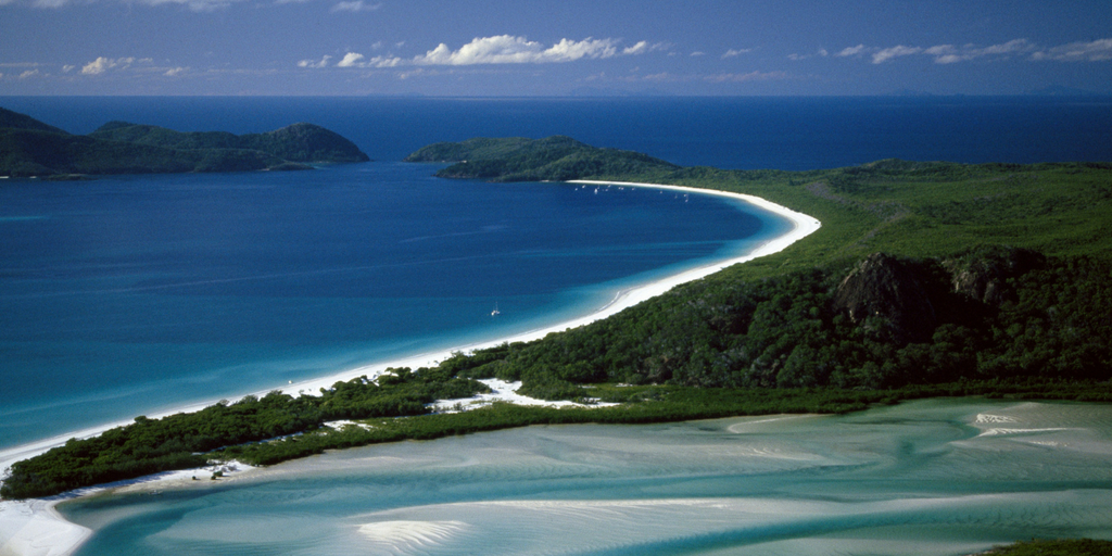 Visiting Whitehaven Beach at the Whitsundays in Queensland