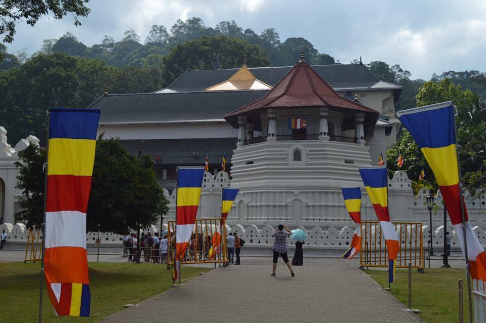 temple-of-the-sacred-tooth-relic-3