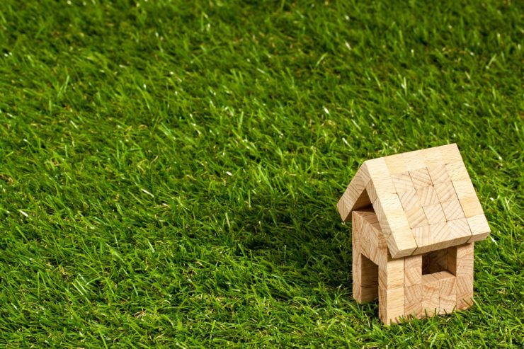 house for rent A PICTURE OF A SMALL WOODEN HOUSE ON SOME GRASS