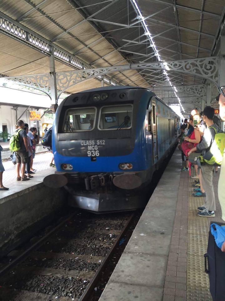 sri-lankan-train-station
