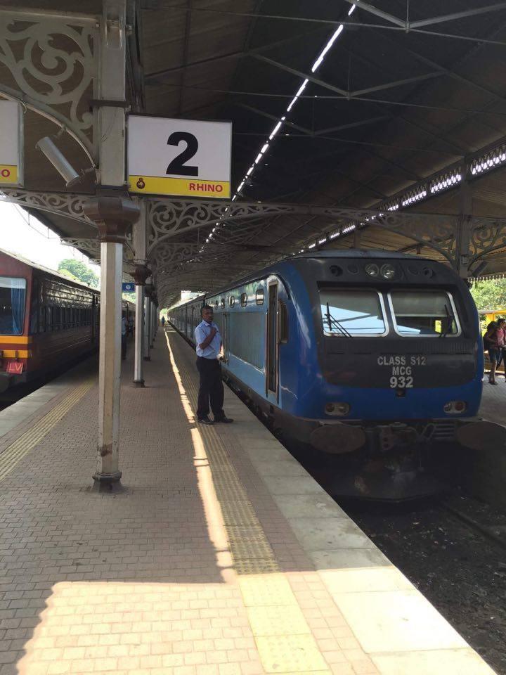train-station-in-Sri-Lanka