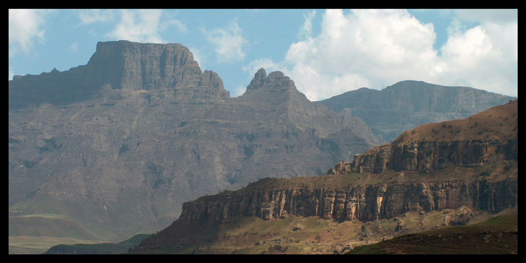 DRAKENSBURG MOUNTAINS SOUTH AFRICA