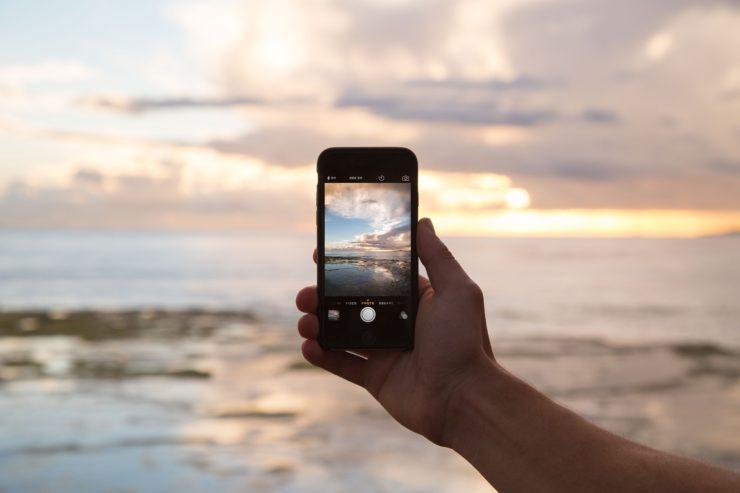 mobile phone moving to australia