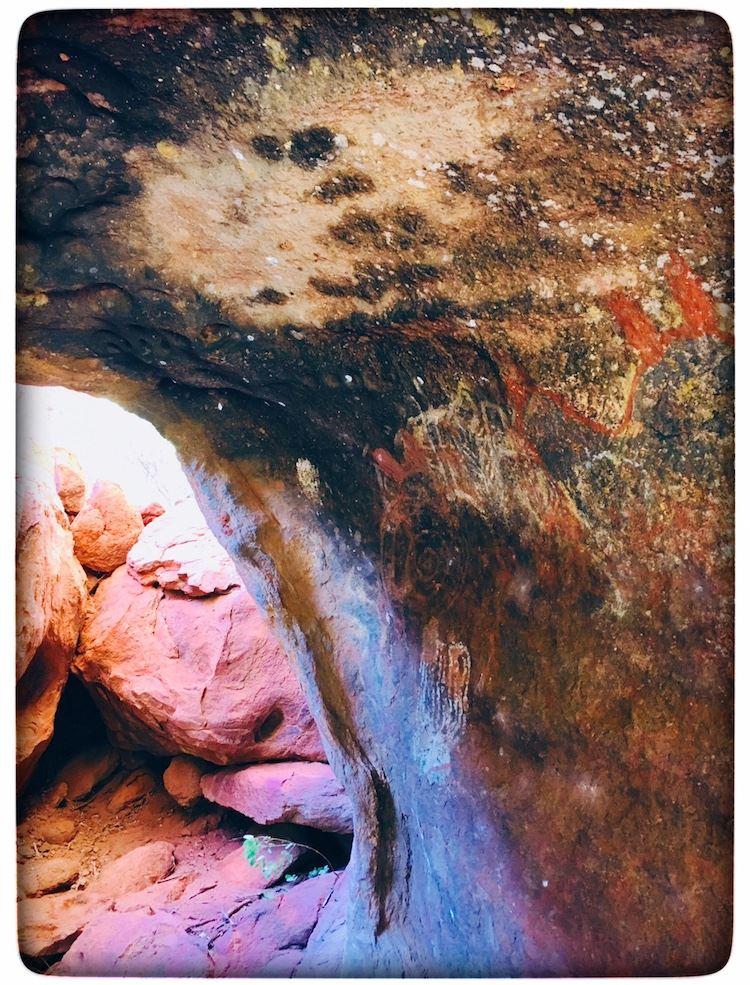 Uluru cave drawings