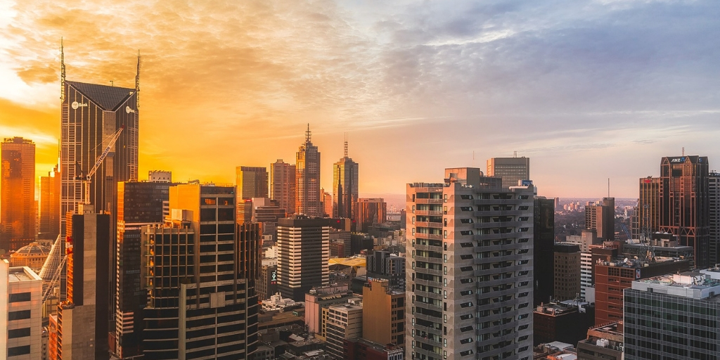 101 Things to Know When Visiting Australia featured by top international travel blogger, Tracy's Travels in Time: Melbourne sunset