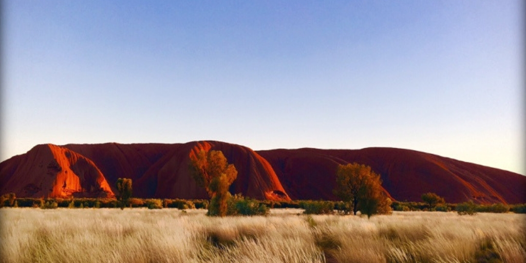 101 Things to Know When Visiting Australia featured by top international travel blogger, Tracy's Travels in Time: uluru