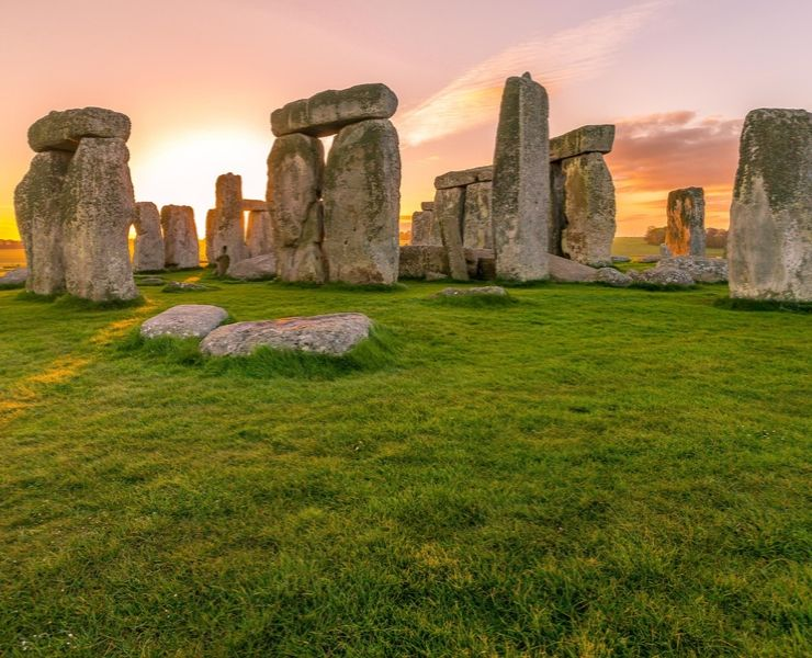 Tips for visiting Stonehenge featured by top international travel blogger, Tracy's Travels in Time: Sunrise at Stonehenge