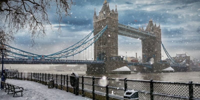 An Essential Packing List for London in Winter, featured by top international travel blogger, Tracy's Travels in Time: tower bridge london in winter