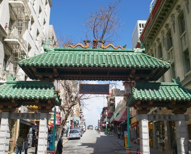 The entrance to chinatown in San Francisco