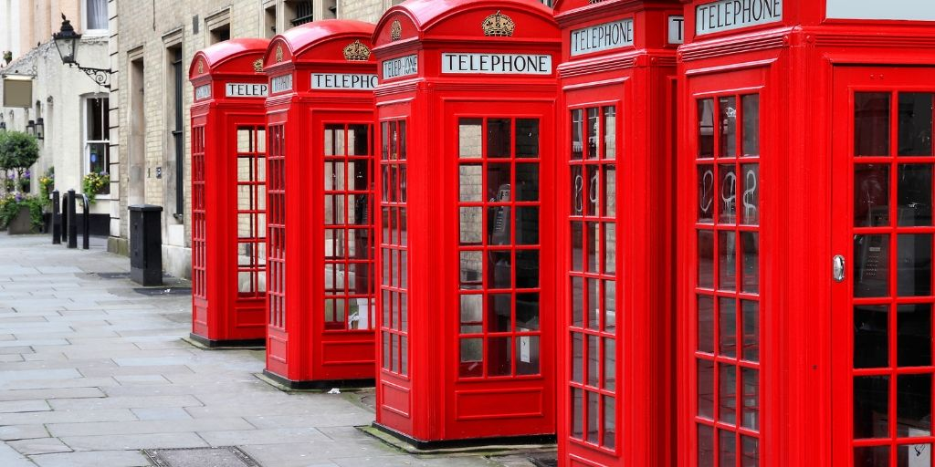 london phone boxes Top 10 England travel guide books to help plan your trip in a row