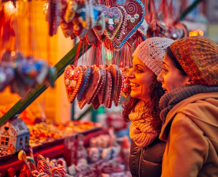 Top 10 Best UK Christmas Markets featured by top international travel blogger, Tracy's Travels in Time