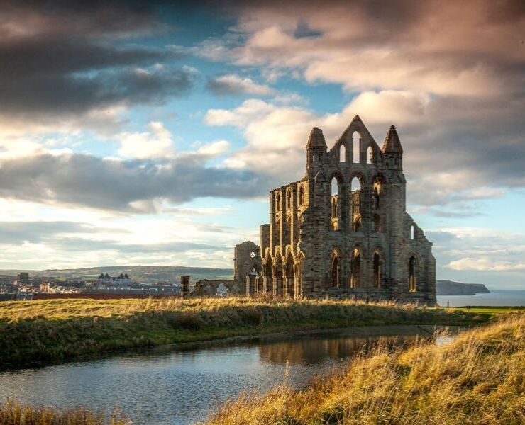 The Best Things to Do in Whitby featured by top international travel blogger, Tracy's Travels in Time: Whitby Abbey