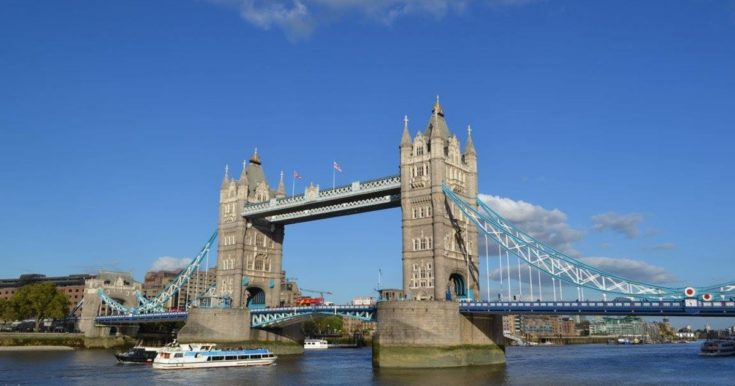 Westminster to Tower Bridge Customized Tour with a Local