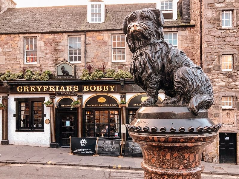A picture of Greyfriars Bobby dog statue in Edinburgh made into jigsaw puzzles UK landmark themes