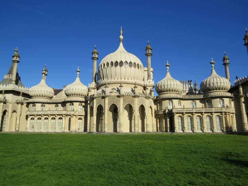 Brighton Pavilioncan be visited on an easy day trip from London by train