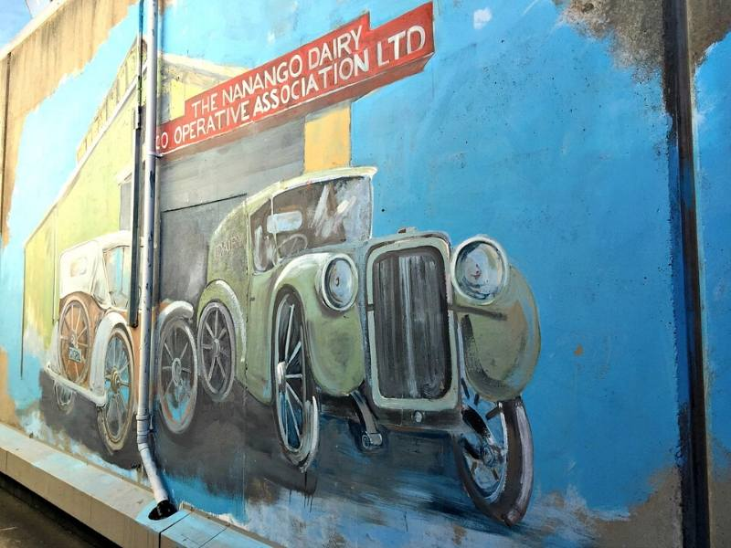 Mural on the wal in Nanango of an old car and a sign for the Nanango Dairy