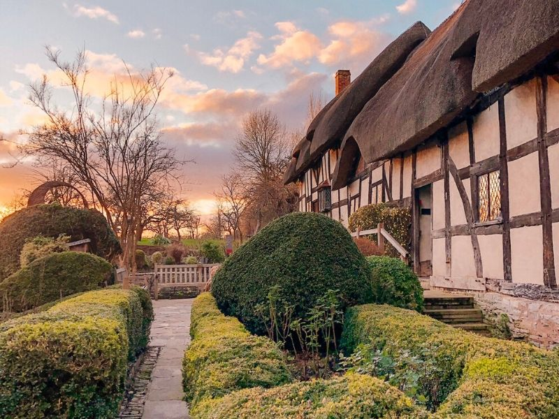 Anne Hathaway's house in Stratford upon Avon is easily seen on one of the best day trips from London by train