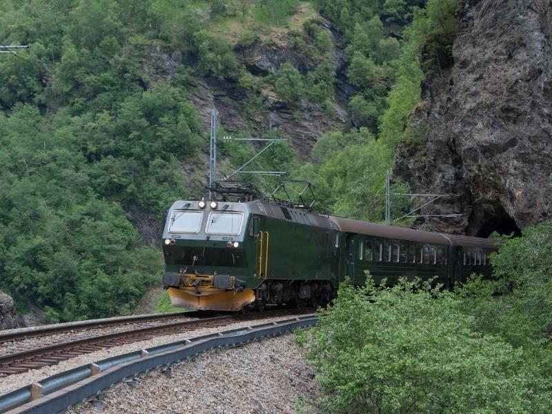 The green Flamsbana train