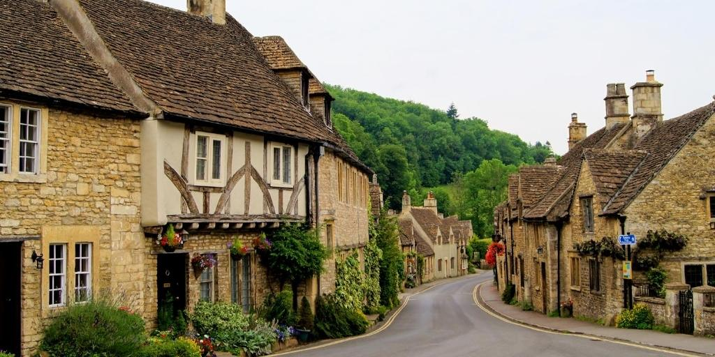 10 Beautiful Cottages in the Cotswolds (Special Stays for 2021)