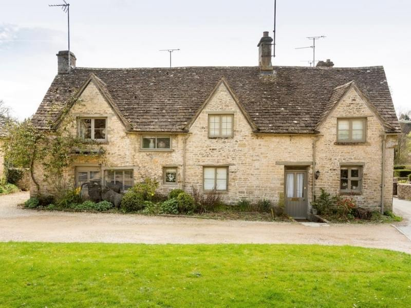 Bibury Grade II Listed cottage - image courtesy of airbnb