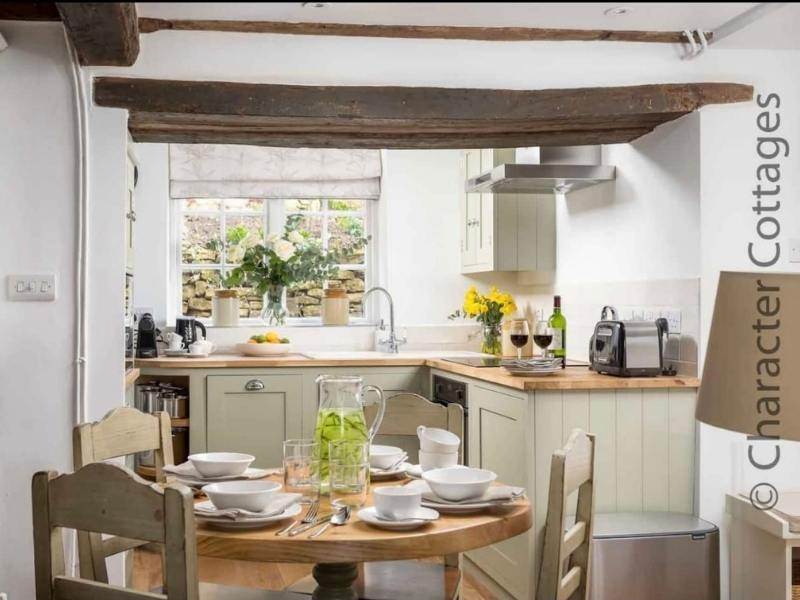 Cotswolds cottage - Image courtesy of Airbnb and Character Cottages