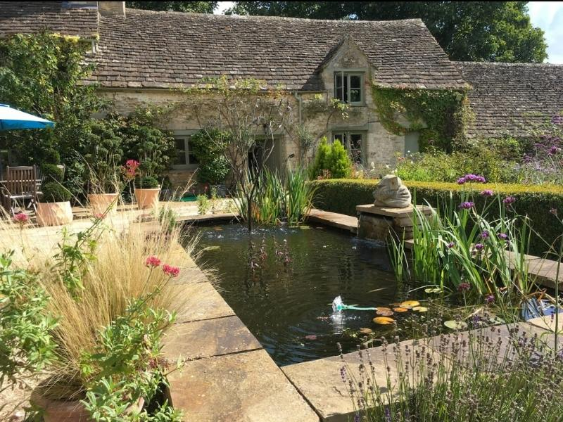 Romantic cottage in the Cotswolds