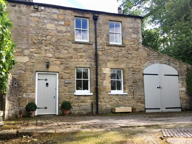 Lone End Georgian Cottage in Alnwick Northumberland - Images courtesy of Airbnb