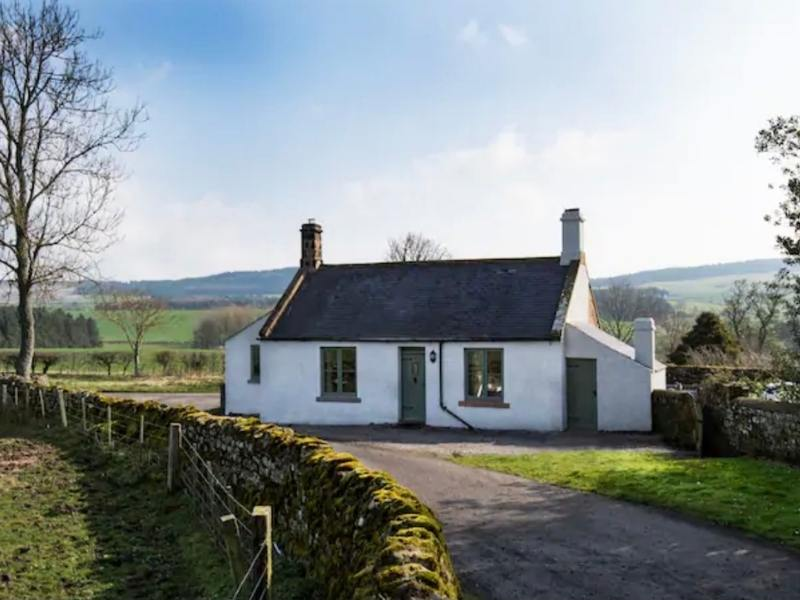 The Gate Lodge in Northumberland - Images courtesy of Airbnb