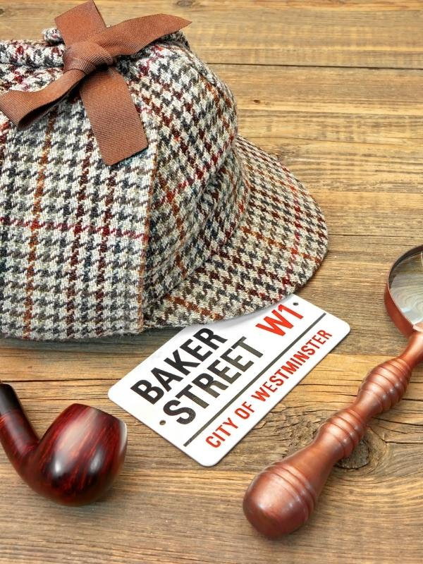 Sherlock Holmes hat and a sign for Baker Street